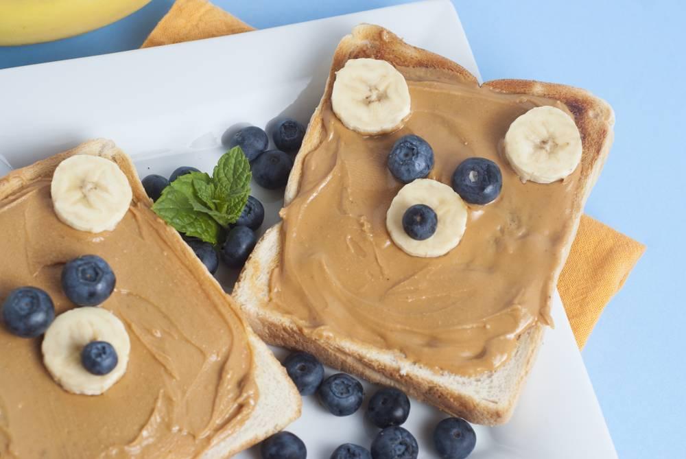 Z czym jeść masło orzechowe? Pomysły i przepisy